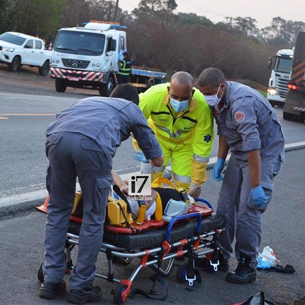 Motociclista é resgatada após ser colidida por carro na rodovia Paraguaçu/Assis