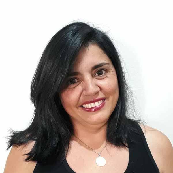 Hoje é o dia de cantar parabéns para Karina Martelo