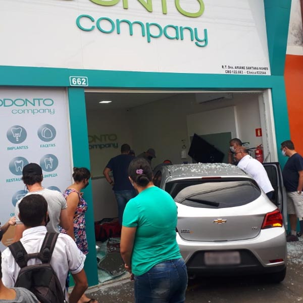 Motorista invade clínica odontológica após atropelar pedestre em Paraguaçu Paulista