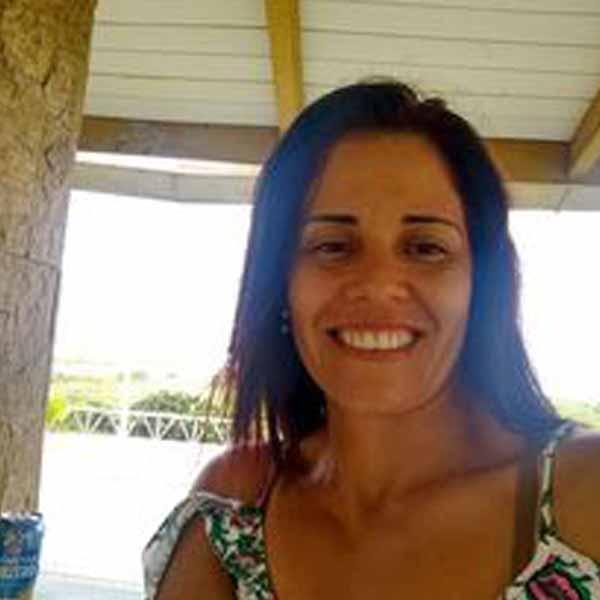 Hoje é dia de festa para Leidiane Gomes