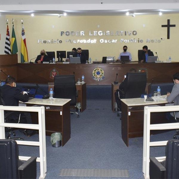 Câmara aprova duas proposições à Prefeita Almira Garms e uma ao DER