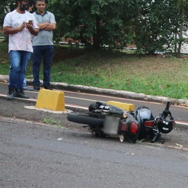 Mototaxista morre após bater contra caminhão em Ourinhos