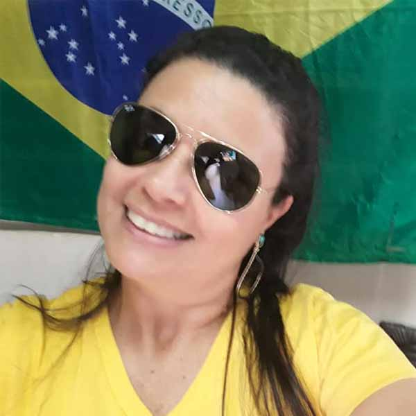Hoje é o dia de cantar parabéns para Arlete Pereira