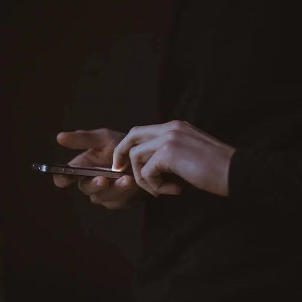 Será que você deve fazer uma desintoxicação digital?