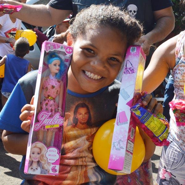 Bando Carcará MC realiza campanha 'Faça uma criança feliz!'