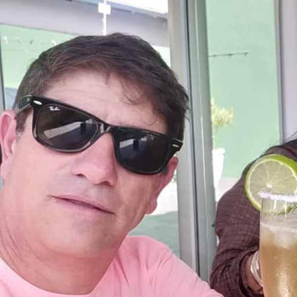 Oswaldo Berti recebe os parabéns pelo seu aniversário