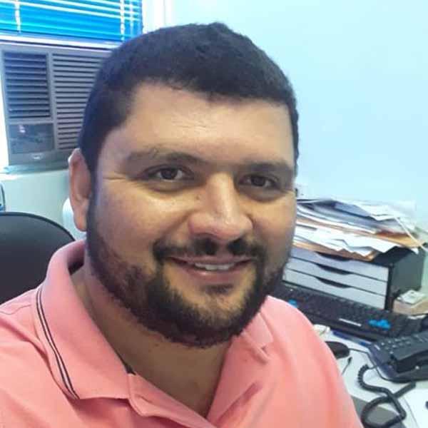 Advaldo Teixeira recebe os parabéns pelo seu aniversário