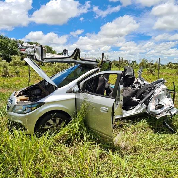 Motorista fica ferido após caminhão de gás bater na traseira de carro em vicinal de Tupã