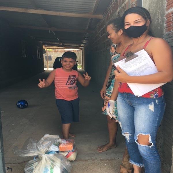 CRAS de Quatá entrega kit de alimentos aos beneficiários do Programa Criança Feliz