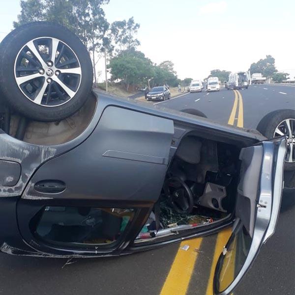 Sete pessoas ficam feridas em acidente na rodovia SP-294