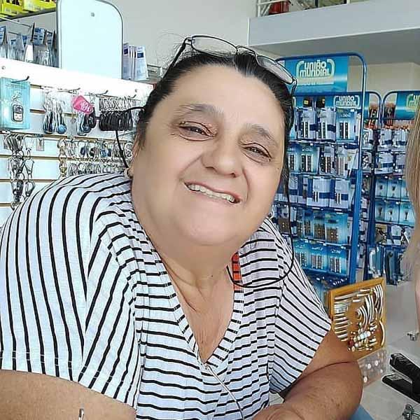 Ester Santos recebe os parabéns pelo seu aniversário