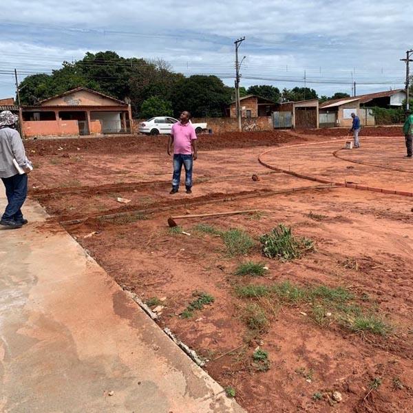 Prefeitura inicia construção de praça na Humberto Soncini
