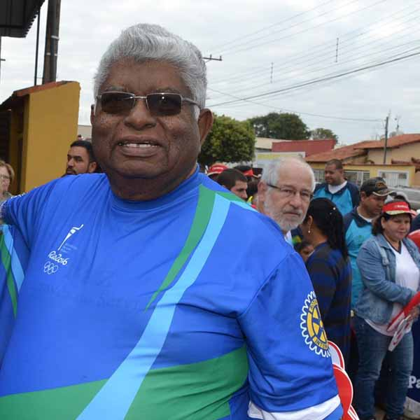 Antonio Faustino apaga velinhas neste domingo