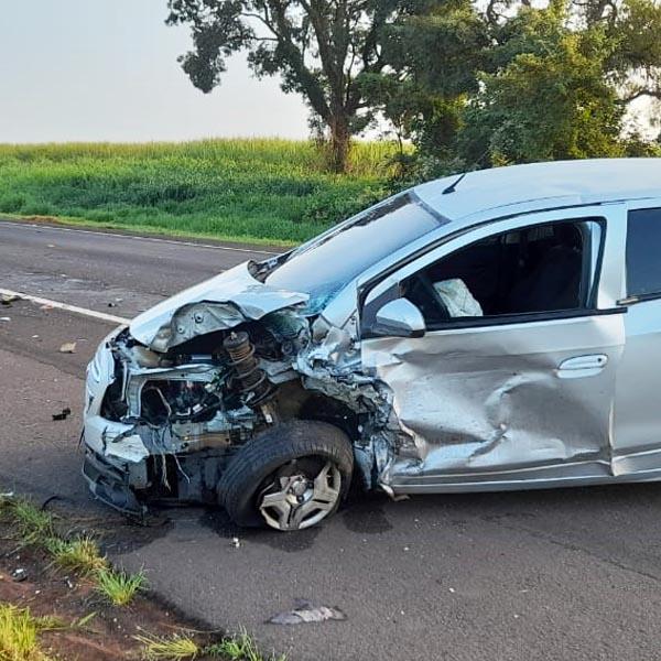 Motorista morre em acidente envolvendo dois carros e um caminhão na rodovia Paraguaçu/Assis