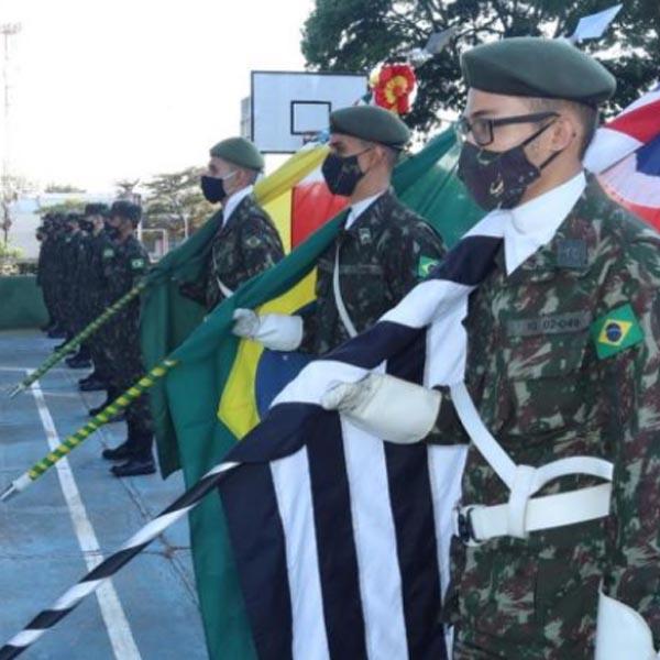 Prefeito Antian prestigia solenidade em comemoração ao Dia do Exército