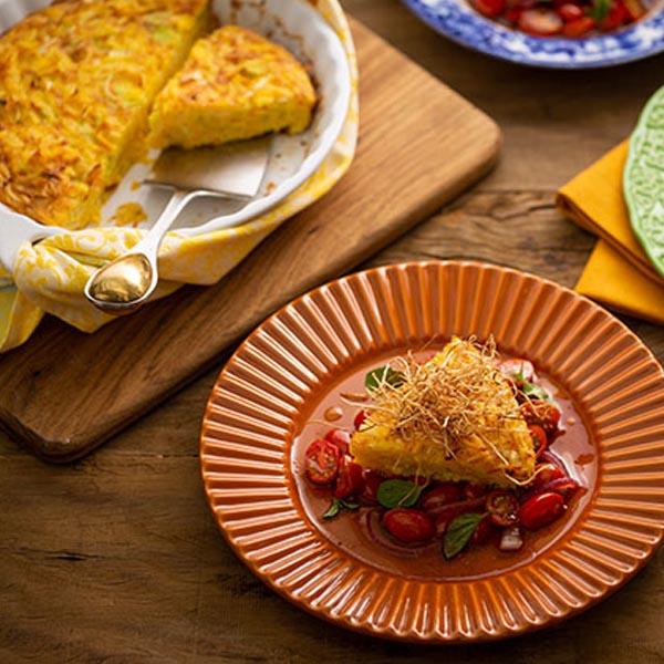 Omelete de forno com salada morna de tomate