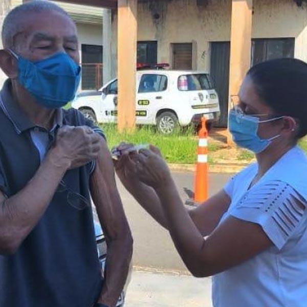 Vacinação de idosos com 68 anos será nos postos na segunda-feira (05)