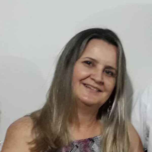 Sirley Paiva recebe os parabéns pelo seu aniversário
