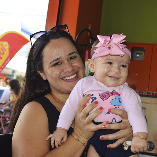 Mães e filhos agitam o comércio de Paraguaçu Paulista
