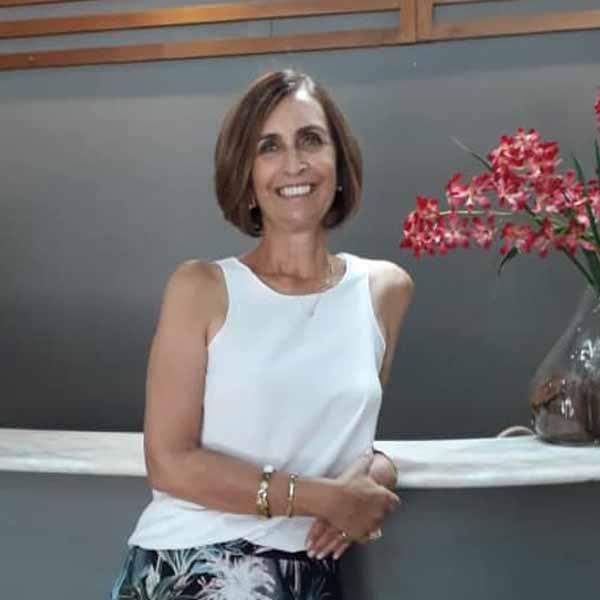 Marcia Deperon recebe os parabéns pelo seu aniversário