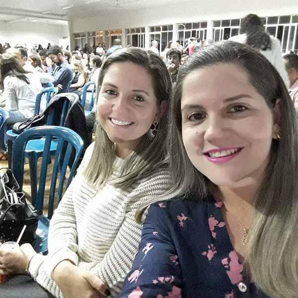 As gêmeas Carla e Camila celebram mais um ano de vida