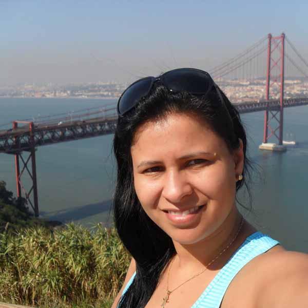 Denise Lopes completa idade nova