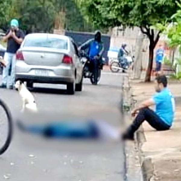 Preso por matar barbeiro a facadas ficou ao lado da vítima caída para se entregar à polícia