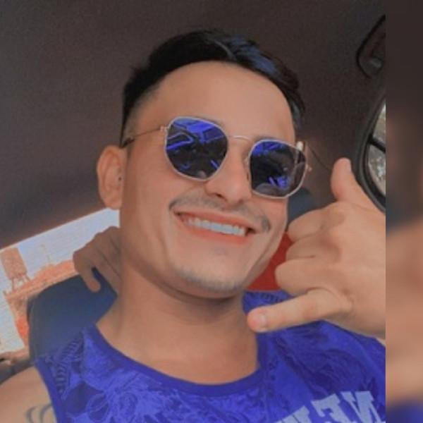 Jovem é encontrado morto ao lado de veículo capotado em Cândido Mota