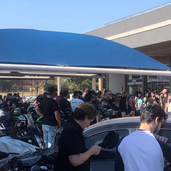 Evento em comemoração ao dia motociclista causa aglomeração em Assis