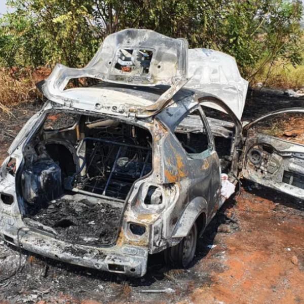 Corpo é encontrado carbonizado dentro de porta-malas de carro incendiado na região de Marília