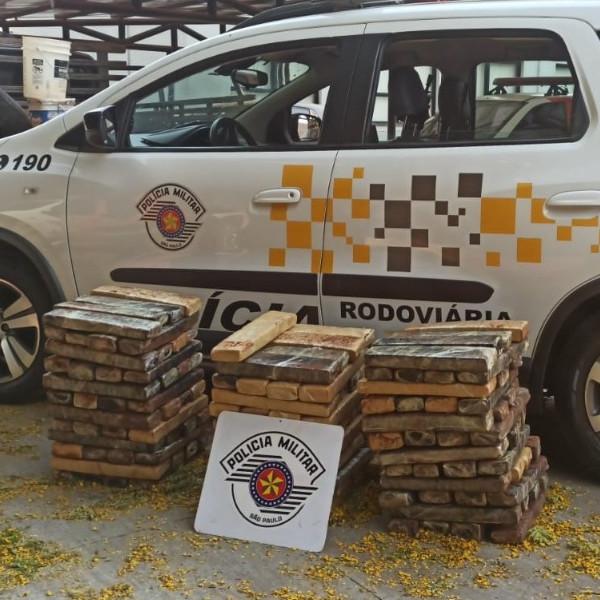 Quase 150 kg de maconha são apreendidos em fundo falso de carroceria em Paraguaçu