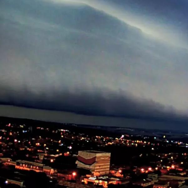 Morador registra nuvem 'gigante' no céu de Ourinhos antes de tempestade