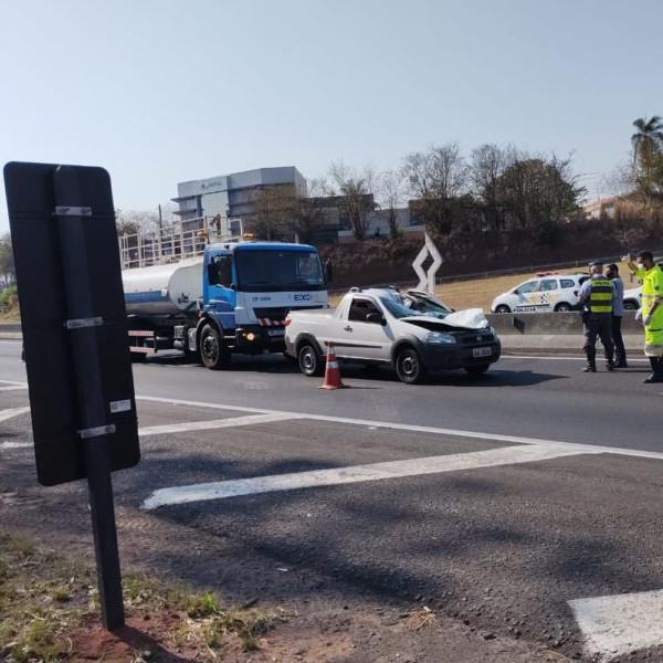 Pneu de caminhão solto mata homem na rodovia SP-294