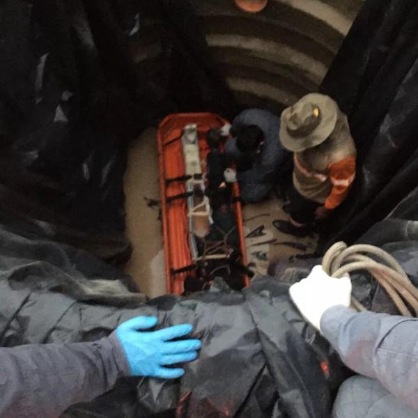 Homem é socorrido após cair em fosso de mais de 4 metros de profundidade em Tupã