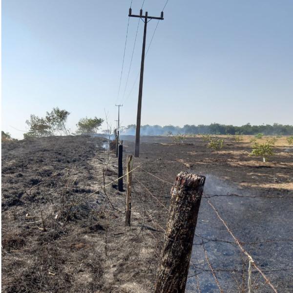 Queimadas provocaram a interrupção no fornecimento de energia para 2,5 mil clientes na região