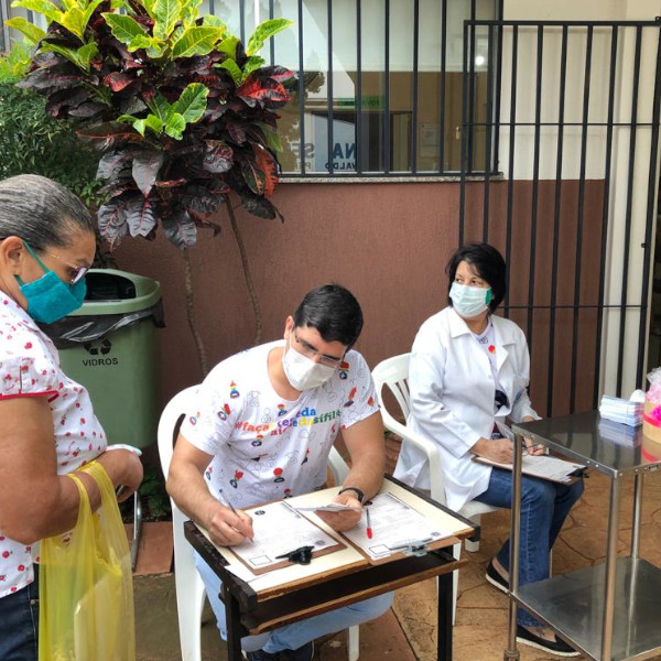 Outubro Rosa: equipe do SAE/CTA realiza atividades nas Unidades de Saúde