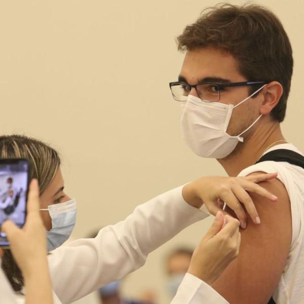 Público de 18 a 60 anos deve receber uma dose vacinal em 2022